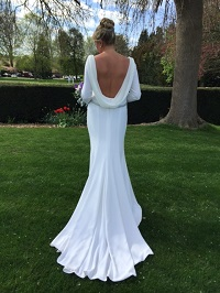 What are the benefits to having your wedding dress made?